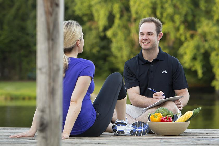 Martin Caesar beim Beratungsgespräch zur persönlichen Fitness und Ernährung